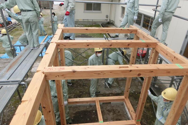 柱、梁、桁を建て上げ、建て入れ直しの準備